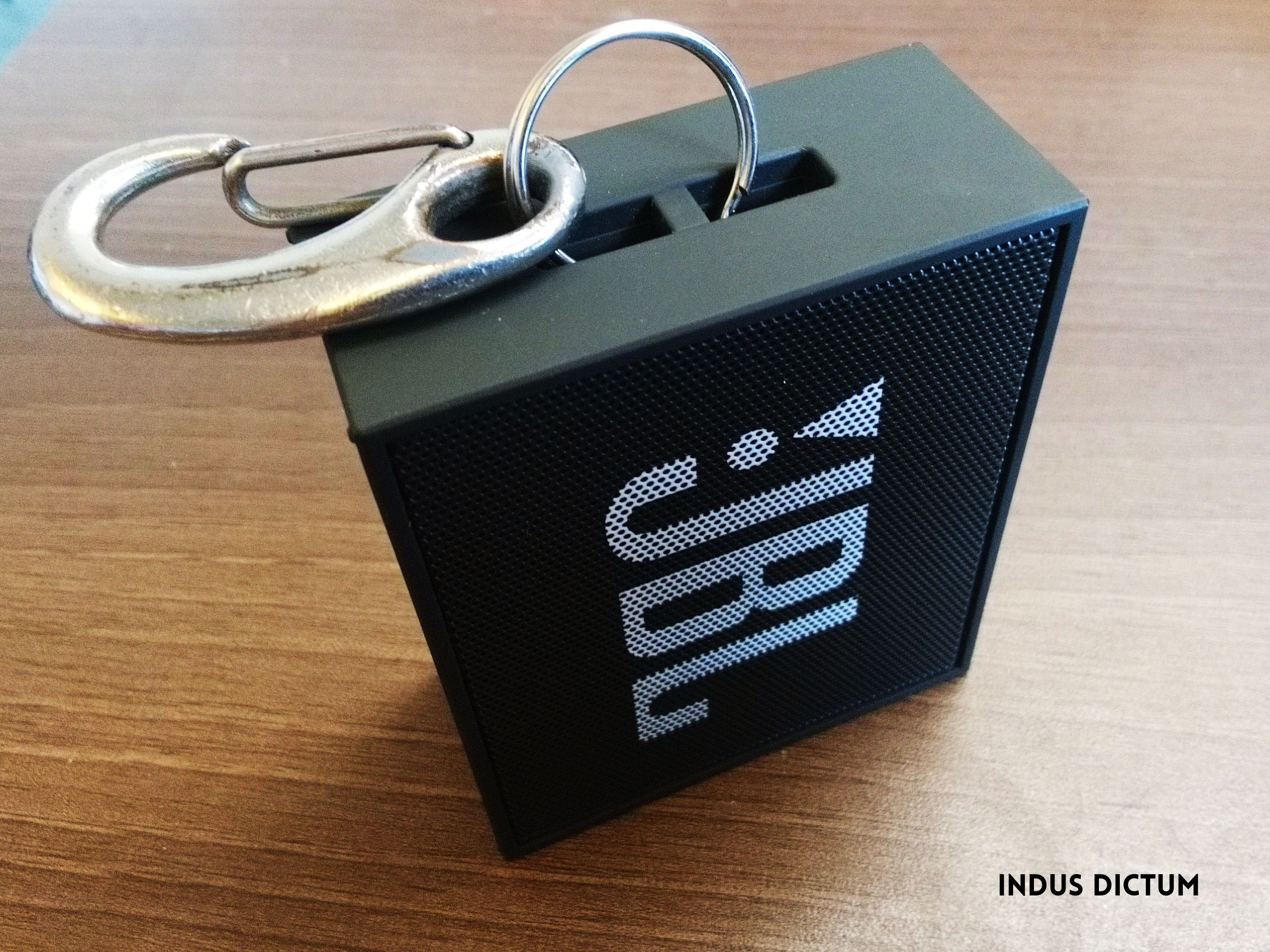 jbl go side view lanyard clip.png